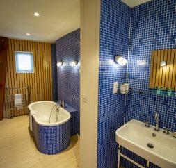 The Houseboat Poole Poole Hamworthy Dorset Captains Quarters Ensuite Bathroom Dark Blue Open Plan Living Holiday Property