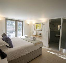 The Houseboat Poole Poole Hamworthy Dorset Forward Quarters Bedroom 2 Award Winning Holiday Property