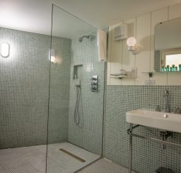 The Houseboat Poole Hamworthy Dorset Forward Quarters En-suite Bathroom Award Winning Holiday Property