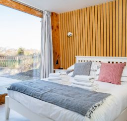The Houseboat Poole Poole Hamworthy Dorset Captains Quarters Bedroom 4 Award Winning Holiday Property