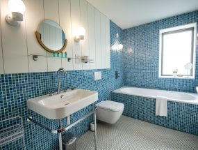 The Houseboat Poole Hamworthy Dorset The Head Family Bathroom Award Winning Holiday Property