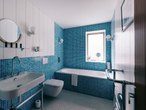 The Houseboat Poole Hamworthy Dorset The Head Family Bathroom Award Winning Holiday Property 2